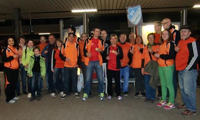 21.04.2013, 20:55 Uhr, Überraschung am Bahnsteig: Sektempfang von unserer Laufgruppe Danke an alle für die Überraschung und für's Daumendrücken, hat geholfen :)