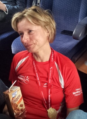 21.04.2013 - Heimfahrt nach dem Marathon auf dem Boden sitzend, um die Beine ausstrecken zu können