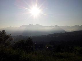 Morgensonne über den Bergen