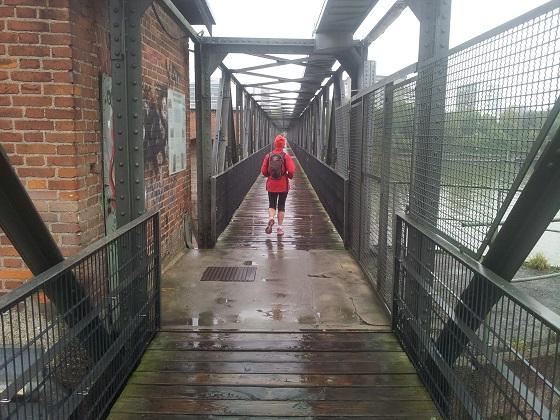 15 km von 34 km geschafft. Wehrsteg über den Neckar in Wieblingen/Heidelberg.