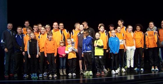 Das ist doch mal ein Vereinsausflug :) Und alle auf der Bühne beim Stadtlauf in Eppelheim.